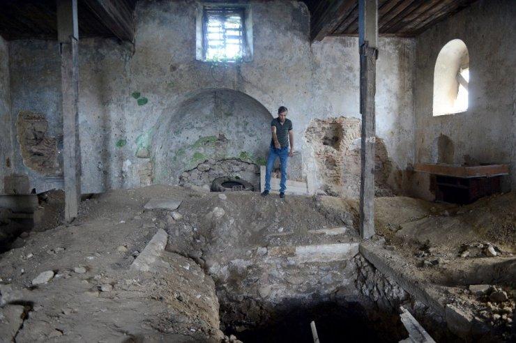 Sarıyer'de defineciler tarihi kiliseyi talan etti