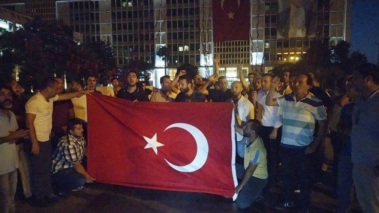 İşten çıkartılan İBB çalışanlarının Saraçhane'deki eylemleri sürüyor