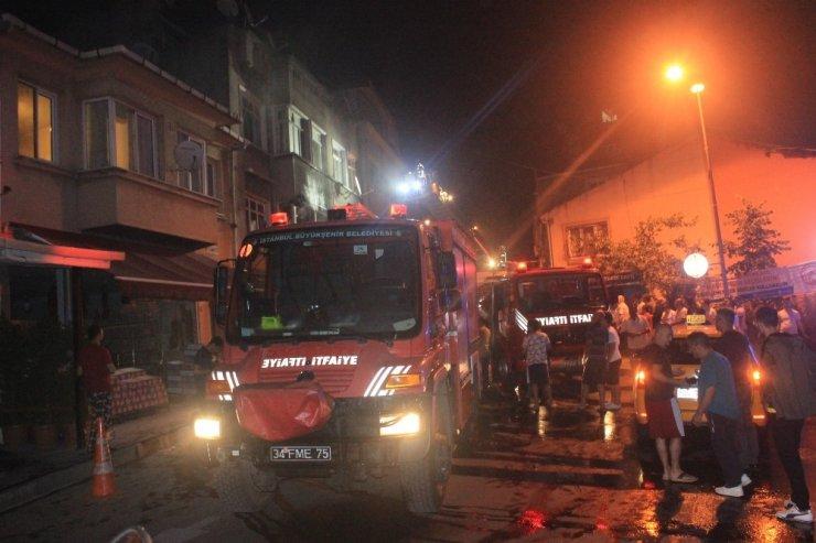 2 katlı binada çıkan yangında 7 kişi mahsur kaldı: 3 kişi dumandan etkilendi